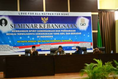 Ketiga pemateri sesi pertama pada acara seminar kebangsaan, (20/05).