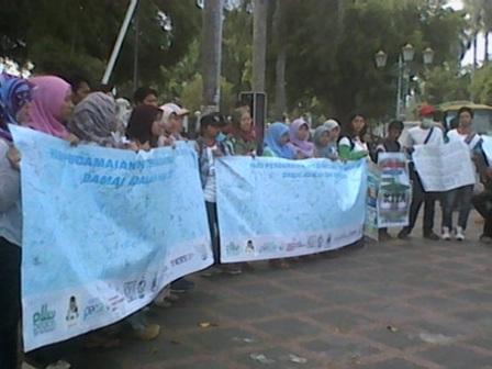Aksi damai yang diikuti pemuda dan mahasiswa lintas iman dan etnis, Senin (22/09).