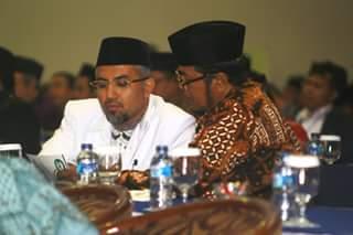 Salah satu anggota dari konges tengah sibuk berdialog. (Foto: Bagas Jiddan)